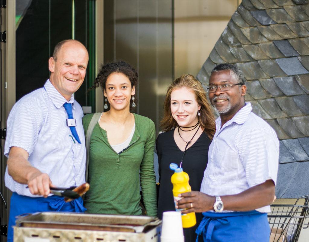 Grillen für den guten Zweck mit Simmel Chef und Amadou