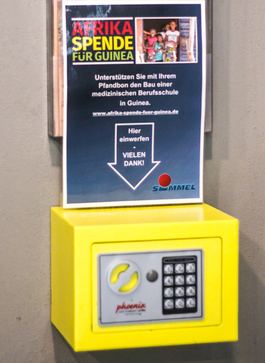 Pfand Spendenbox im Simmel Markt am Albertplatz